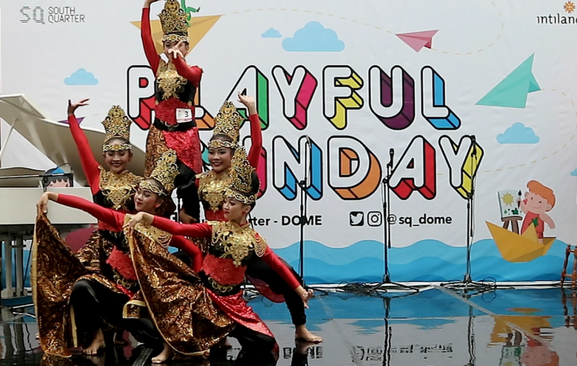Gandes Pamantes Performance di Playfull Sunday South Quarter Dome