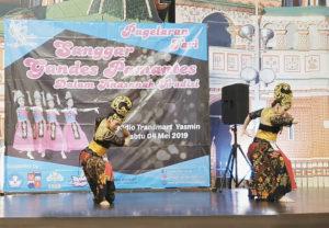 """Sanggar Tari Gandes Pamantes menyuguhkan garapan berjudul """"Kalang Sunda"""" di Gedung Transmart Yasmin, Kota Bogor."""
